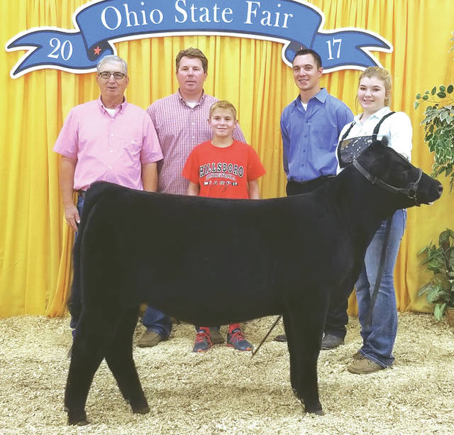 Emma Parry with family members and her fourth overall open prospect heifer.
